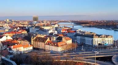 CRUCERO FLUVIAL POR EL DANUBIO      -                     Viena, Budapest, Bratislava                     Passau, Durnstein, Melk